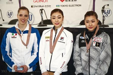 Siegerehrung nach KP Carolina Kostner (ITA) , Yuna Kim (KOR) , Kanako MURAKAMI (JPN)