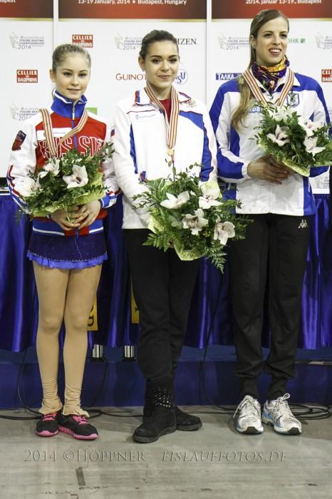 IMG_0812 2 Julia LIPNITSKAIA (RUS) , 1 Adelina SOTNIKOVA (RUS)  , 3 Carolina KOSTNER (ITA)