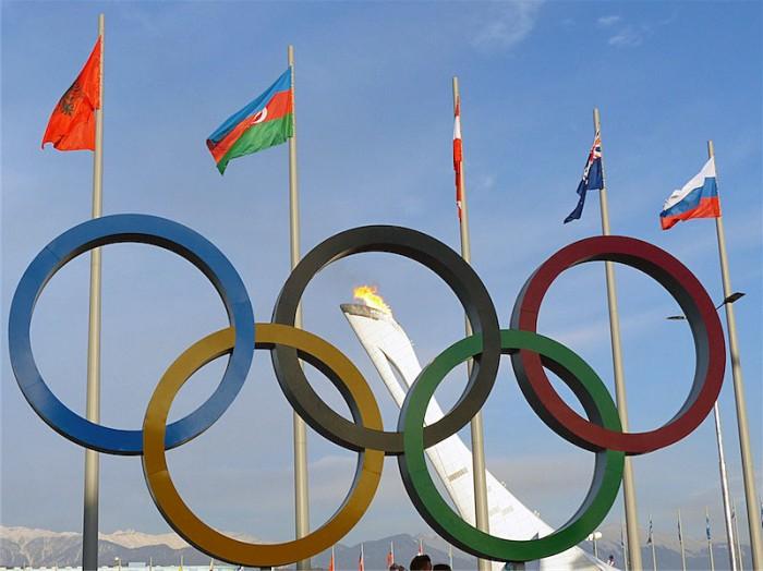Olympische Ringe und Flamme