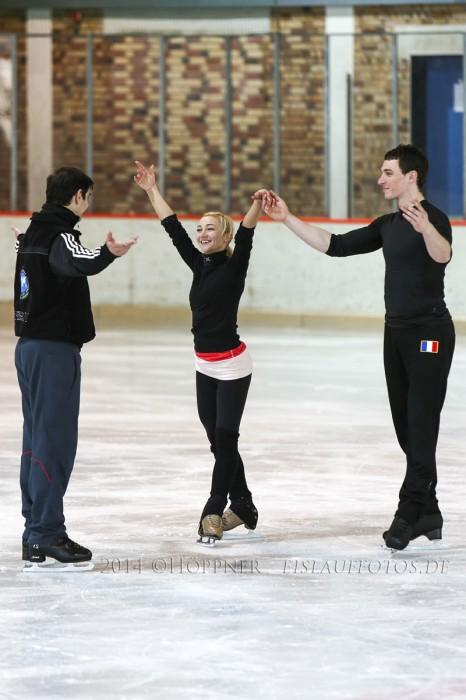 Aljona Savchenko und Bruno Massot mit Ingo Steuer