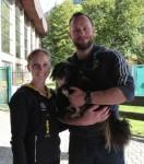 Maylin und Daniel Wende mit Hund beim Interview