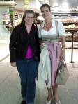 Katharina Witt hier mit Ines am Münchener Flughafen