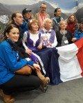 Gespannt wartet das französische Eistanzpaar auf die Wertung. Sie 74, er 72 Jahre! Alle Achtung!