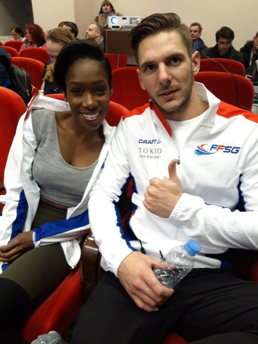 In Führung, Frankreichs Vanessa James und Morgan Cipres