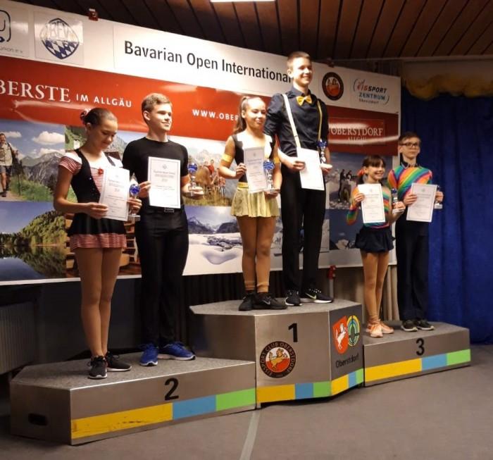 Muntean/Rotar gewinnen überzeugend Nachwuchspaarlaufwettbewerb der Bav. Open