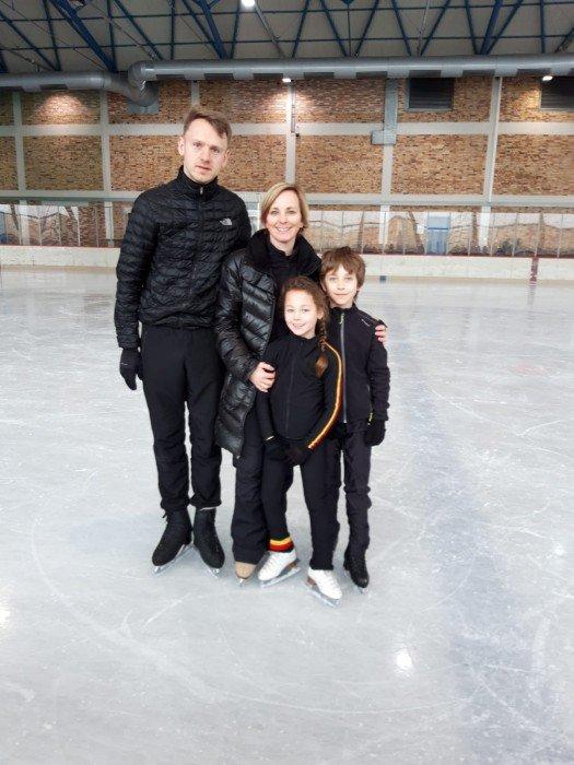 Das jüngste Paar kommt aus Belgien. Sie, Nors neun, er Beau elf. Die Geschwister Coppens. Hier mit Trainergespann.